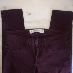ABERCROMBIE || maroon skinny jeans
